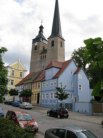 Burg bei Magdeburg - Image: Breiter Weg und Oberkirche Unser Lieben Frauen geo.hlipp.de 4881