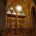 Brno, Červený kostel, ochranovská hvězda ve vstupu (2018-12-09 01.24.50).jpg