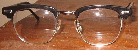 badcd602ea26 Browline glasses - Wikiwand