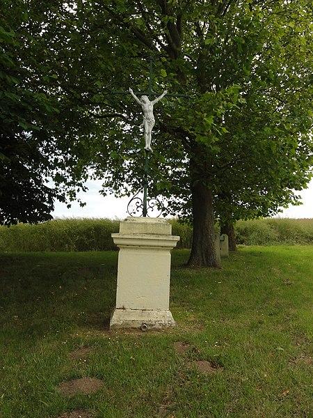 Bucy-lès-Pierrepont (Aisne) croix de chemin ouest