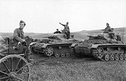 Bundesarchiv Bild 101I-185-0137-15A, Jugoslawien, Panzer III im Feld.jpg