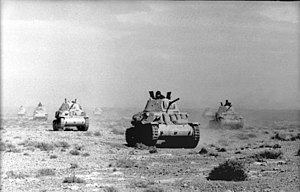 Fiat M13/40 - M13/40 tanks advancing across the desert, April 1941