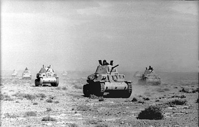 M13/40 tanks in the desert, April 1941 Bundesarchiv Bild 101I-783-0104-38, Nordafrika, italienische Panzer M13-40.jpg