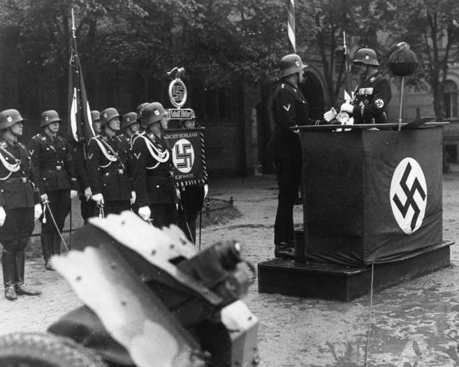 Bundesarchiv Bild 119-01-03, Berlin, Parade zum dritten Jahrestag LSSHA crop