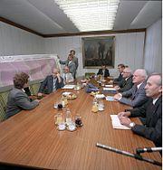 Bundesarchiv Bild 183-1988-0912-400, Berlin, Übergabe der 1-Megabit-Speicherschaltkreise