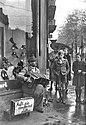 Bundesarchiv Bild 183-R88074, Kriegsversehrter Straßenmusikant.jpg