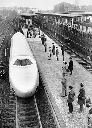 Schienenzeppelin - Front view of the Schienenzeppelin in its original form; at Berlin on the morning of the record-breaking run, 21 June 1931