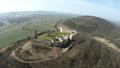 Burg Gleichen von Osten (Lauftaufnahme).png