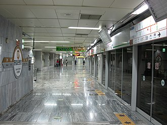 Sports Complex station (Busan Metro) - Image: Busan subway 307 Sports complex station platform