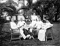 COLLECTIE TROPENMUSEUM Portret van Dr. Theophil Wurth met familie waaronder Adee Arens in de tuin aan de thee en de Patria biscuits TMnr 10023989.jpg