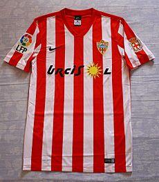 Camiseta de la primera equipación de la U.D. Almería para la temporada 2015  2016 28835e28ba7