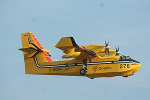 English: Canadair CL-415 operating on