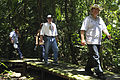 Canciller del Ecuador visita comunidad kichwa Añangu en el Parque Nacional Yasuní (8711558604).jpg