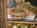 Carlo crivelli, madonna in trono con donatore, 1470 dettaglio corona a rilievo.JPG