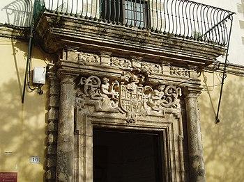 Portada de la Casa de las Cadenas