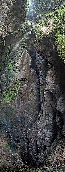 File:Cascata Varone - gorge.jpg