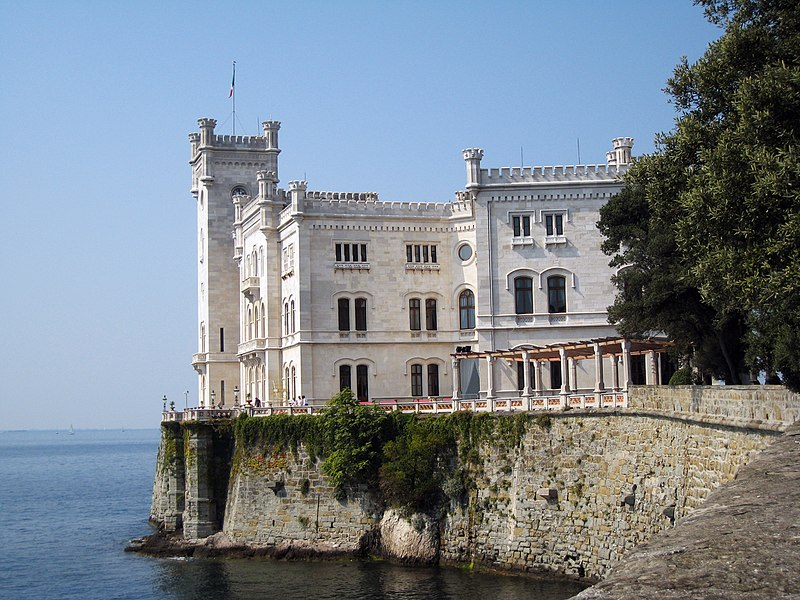 http://upload.wikimedia.org/wikipedia/commons/thumb/0/04/CastelloMiramare.jpg/800px-CastelloMiramare.jpg