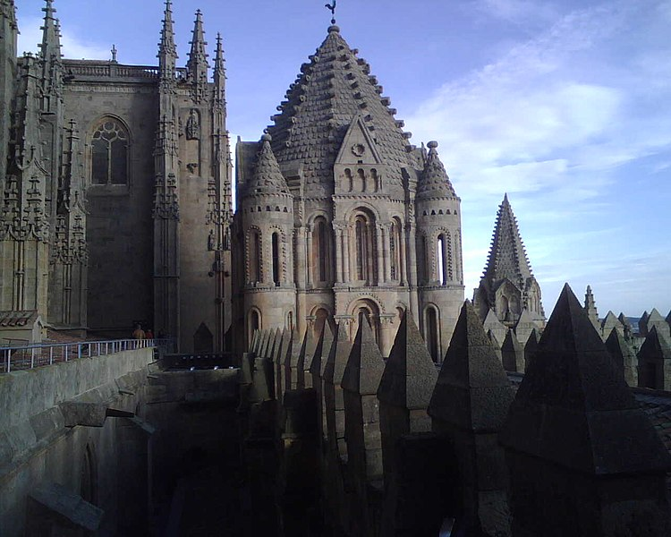 File:Cathedral of Salamanca Romanesque.jpg