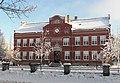 Centralskolan, äldsta delen byggd 1903 sedd fr StOlofsgatan, Falköping 8818.jpg