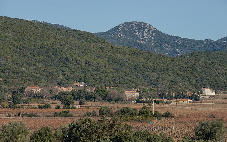 General view of the hamlet of Lugné from the Southwest. Cessenon-sur-Orb, Hérault, France.