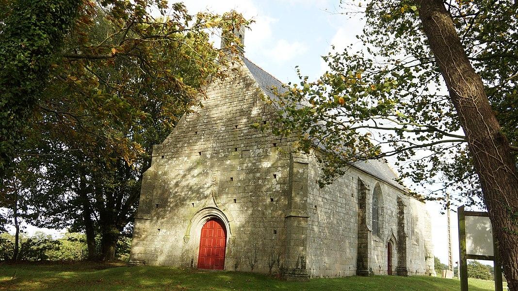Façade ouest de la chapelle Sainte-Barbe à Allaire dans le Morbihan en Bretagne