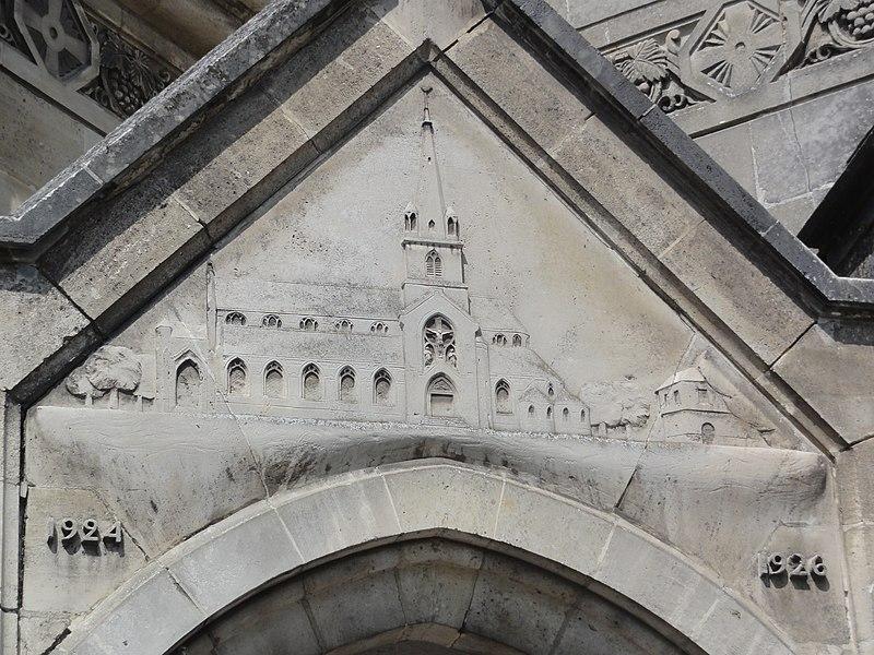 Chauny (Aisne) église Saint-Martin relief église reconstruite