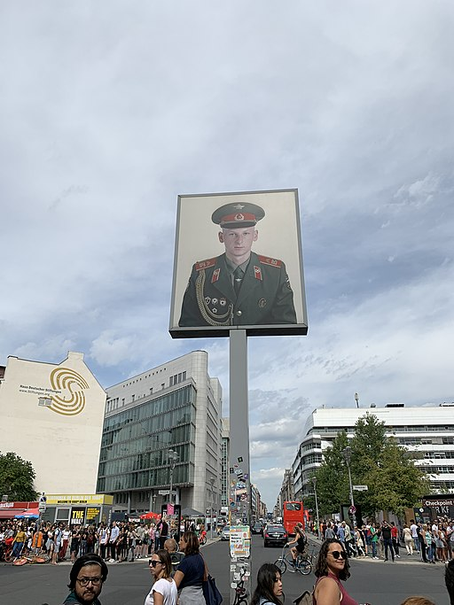 Checkpoint Charlie 02