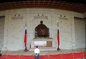 Chiang Kai-shek Memorial Hall - Statue of Chiang Kai-shek in the main chamber of the Memorial Hall