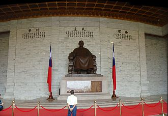 Chiang Kai-shek Memorial Hall - Statue of Chiang Kai-shek in the main chamber of the Memorial Hall