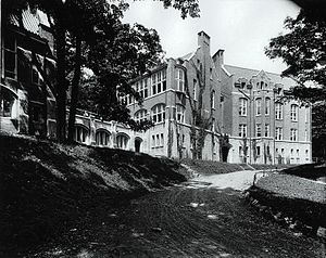 Montreal Children's Hospital - The Children's Memorial Hospital on Cedar Avenue in 1913.