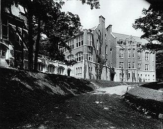Montreal Children's Hospital - The Children's Memorial Hospital on Cedar Avenue in 1913.