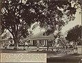 Collectie NMvWereldculturen, RV-A440-ee-35F, Foto, 'Ruime koele woonhuizen met schaduwrijke erven te Batavia', fotograaf Woodbury & Page, 1924-1932.jpg