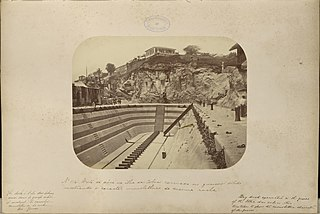 Vista da doca na Ilha das Cobras excavad no gneiss sólido mostrando o carácter monolithico da mesma rocha