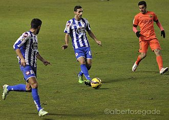 Pedro (footballer, born 1987) - Pedro defending against Deportivo in January 2015