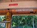 DOD vozovna Motol, vlečná tramvaj 1562, záchranná brzda, místo pro průvodčího.jpg