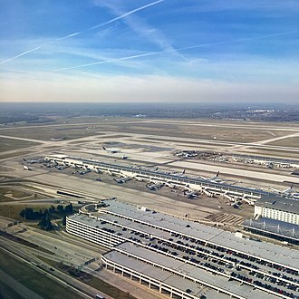 Detroit Metropolitan Airport - A view of the southern portion of DTW's McNamara Terminal and it's parking garage.