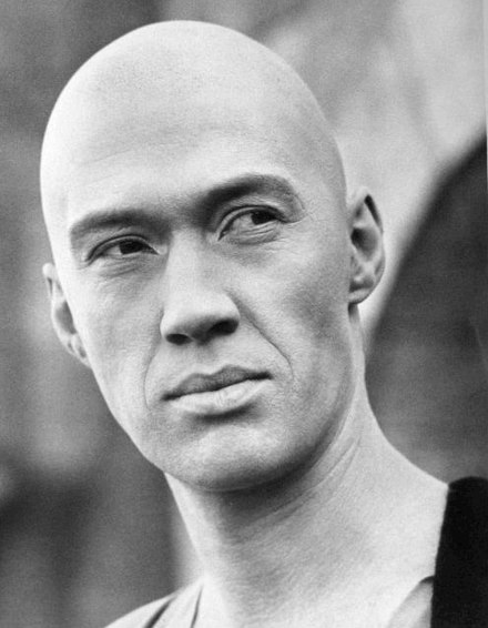 David Carradine, star of Kung Fu. David Carradine as Caine from Kung Fu - c. 1972–1975.jpg