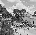 De koningin opent de Hindostaanse Araya Samaj tempel in Meerzorg, Bestanddeelnr 252-4552.jpg