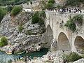 Des gens en train de sauter du pont...du Diable.jpg