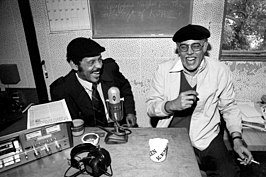 Ernie Andrews (links) en Dexter Gordon (rechts) bij KJAZ radio