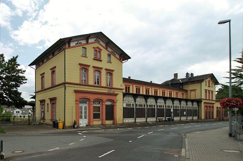 Datei:Diez - Bahnhofsgebäude (Strassenseite).jpg