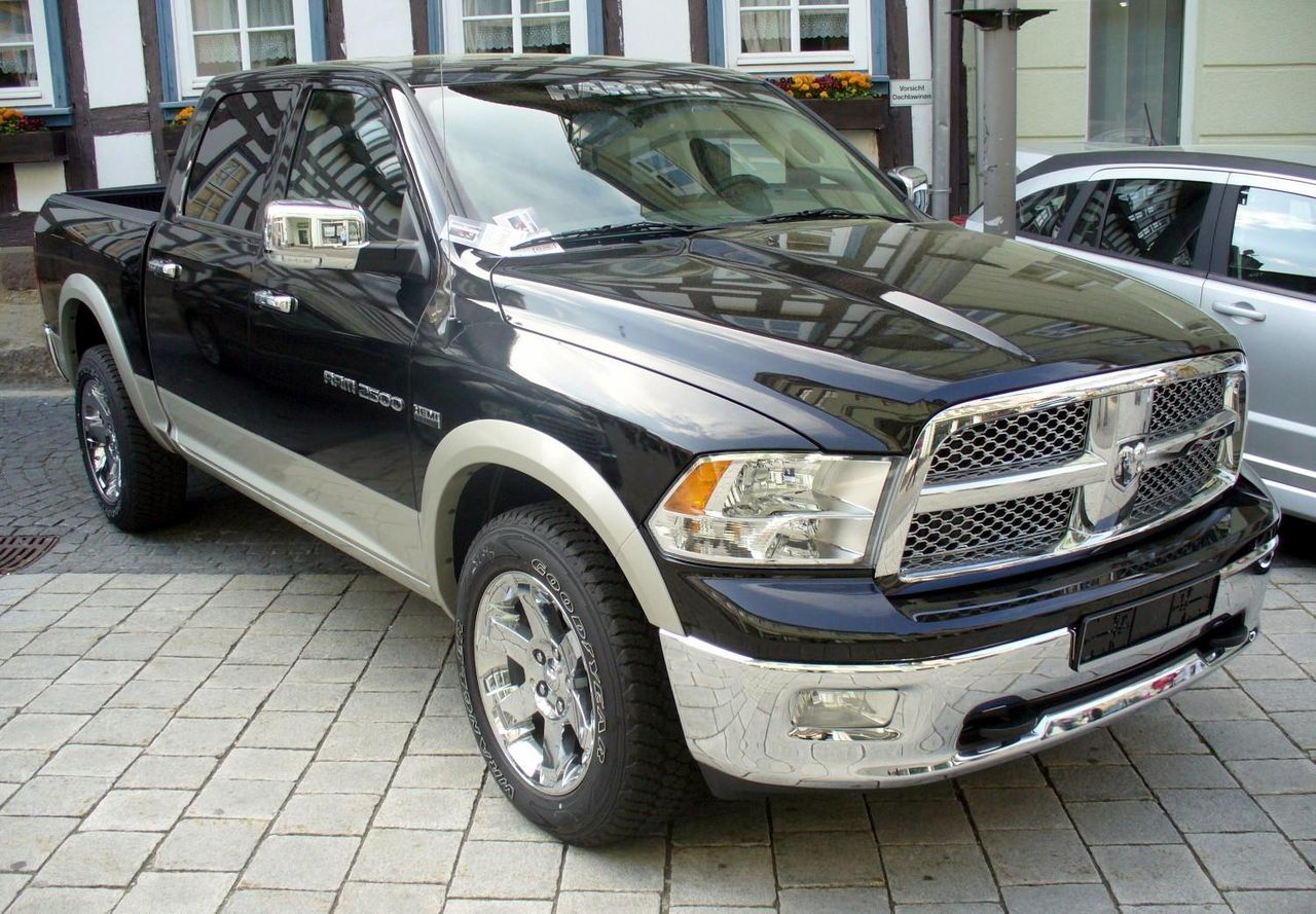 file dodge ram 2500 hemi 5 7 laramie 4x4 jpg wikimedia commons. Black Bedroom Furniture Sets. Home Design Ideas