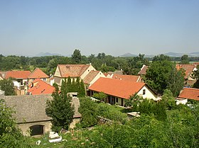 Dolanky nad Ohri CZ view over roofs towards NW 0057.jpg