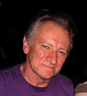http://upload.wikimedia.org/wikipedia/commons/thumb/0/04/Donal-lunny-the-basement-sydney-australia-24-03-06.jpg/180px-Donal-lunny-the-basement-sydney-australia-24-03-06.jpg