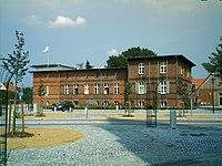 Eggesin Rosengarten und Rathaus.JPG