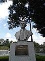 Estatua de Heriberto jara.jpg