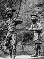 Estatua de niños volando cometa 2014-09-05.jpg