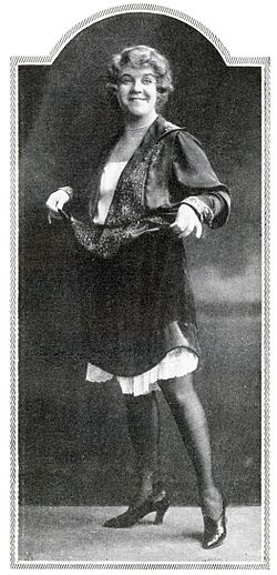 I stykket Det lukkede paradis.   Foto i Scenen 1927.