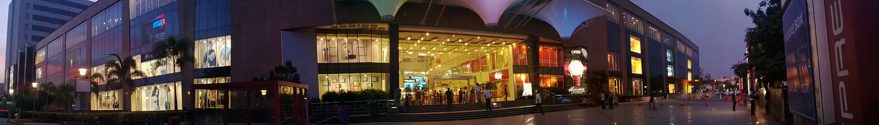 Panorama of Express Avenue mall