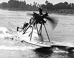 Farina T.58 su idroscafo.jpg